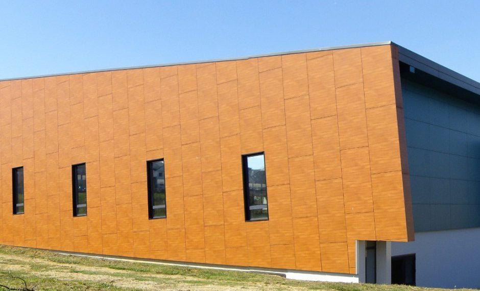 Construction d'un complexe omnisports à Cosnes et Romain